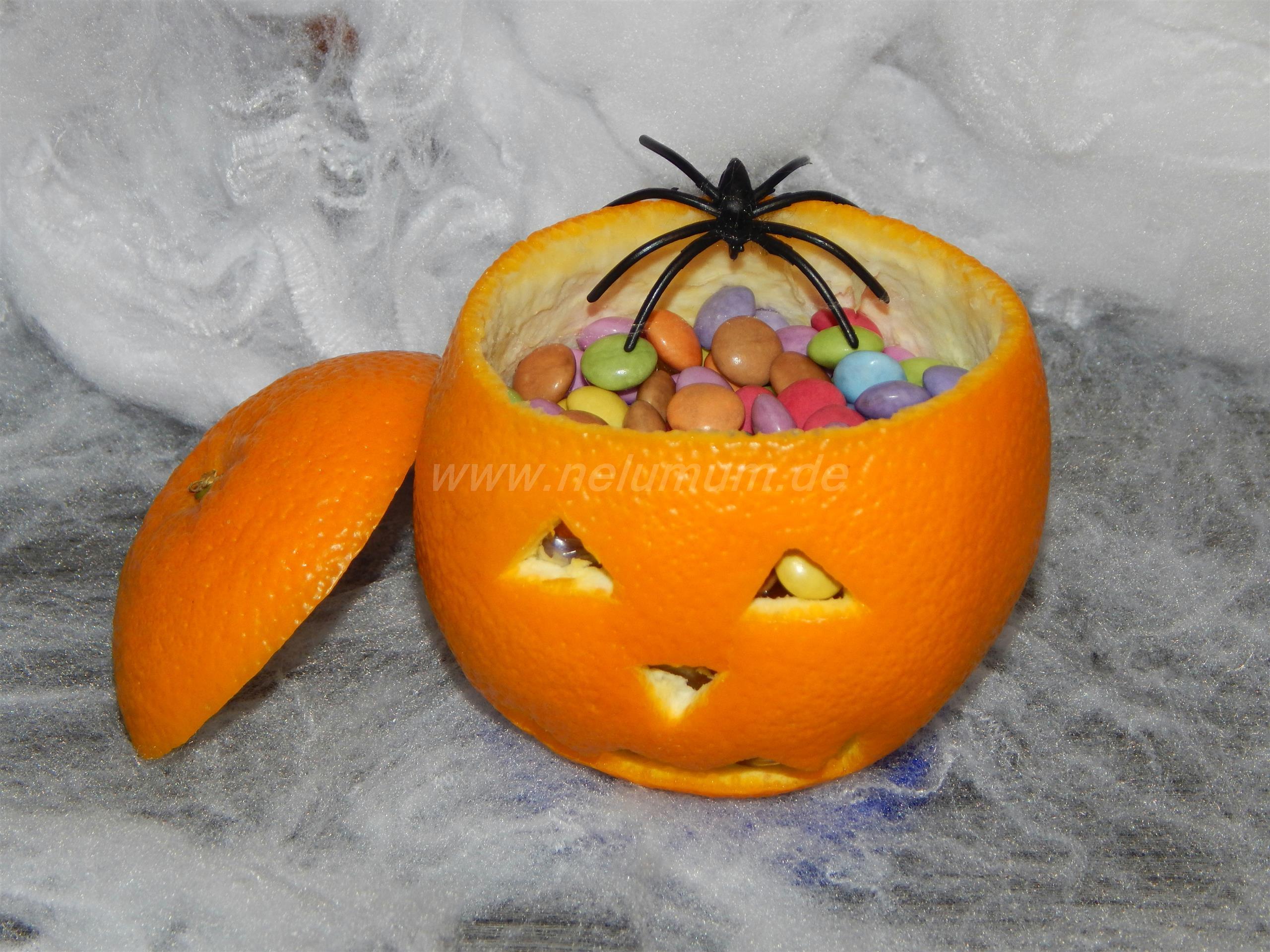 Orangenkürbis zu Halloween